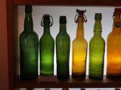 1024px-Musée_Européen_de_la_Bière_-_Old_beer_bottles_pic5