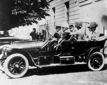 Franz Ferdinand and Sophie embark on their final journey